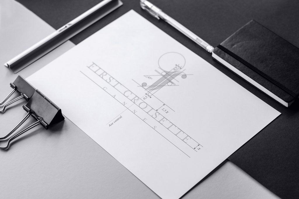 Logo First croisette tracé